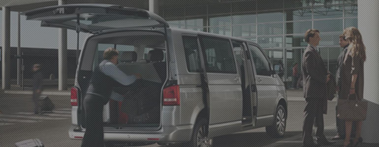 Фото-разгрузка-багажа-из-фургона